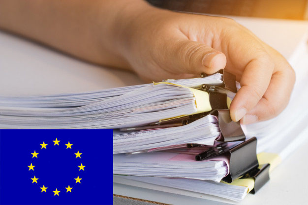 businessman hands searching unfinished documents stacks 4236 253 - Nacionalidad Española